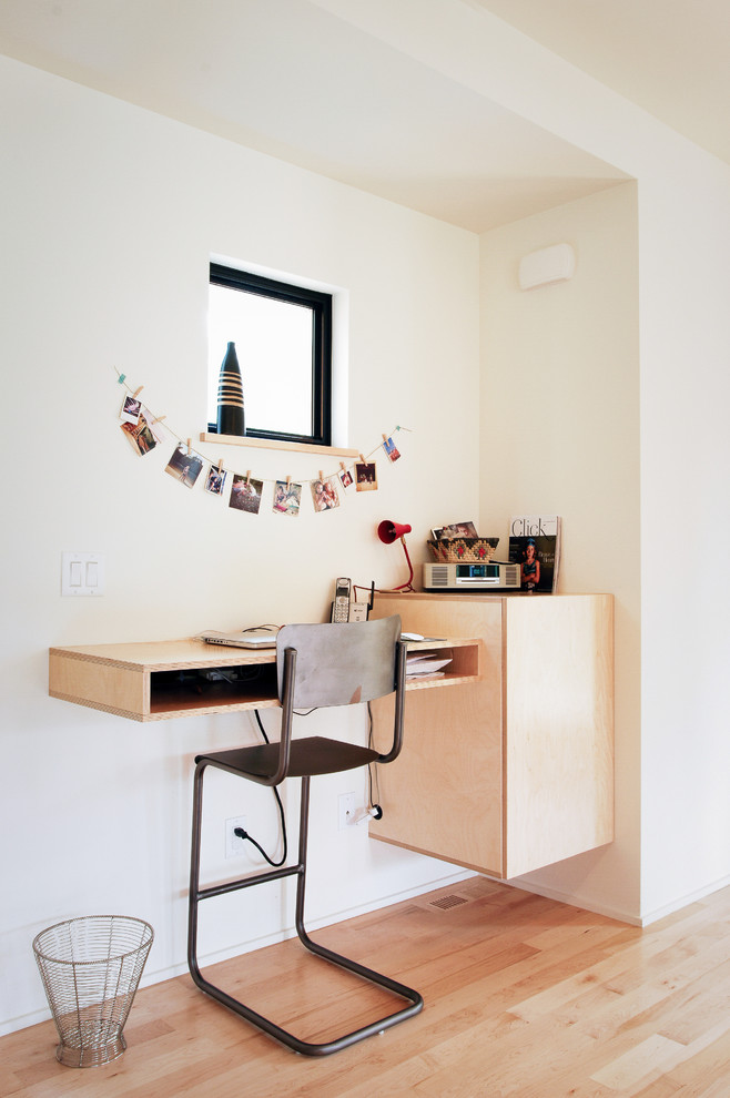 Floating Corner Desks for Small Spaces