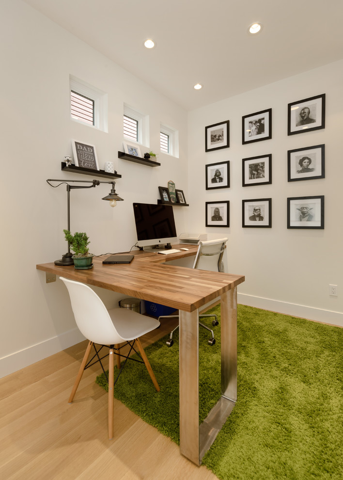 Modern Farmhouse Style L-Shaped Desk for Small Spaces